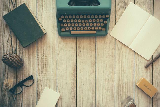 タイプライターとメガネ